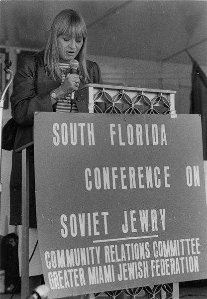 Mar. 1984:  Singera and activist Mary Travers at a the rally, South Florida Conference on Soviet Jewry, Greater Miami Jewish Federation Community Relations Committee